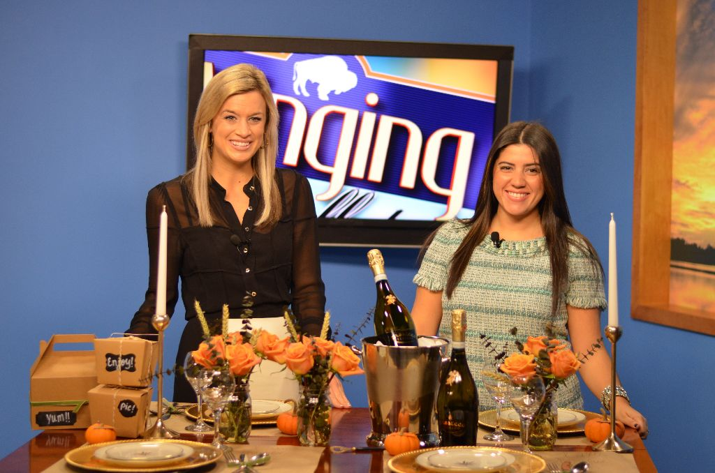 ... table top Thanksgiving decor on The CW's Winging It! Buffalo Style